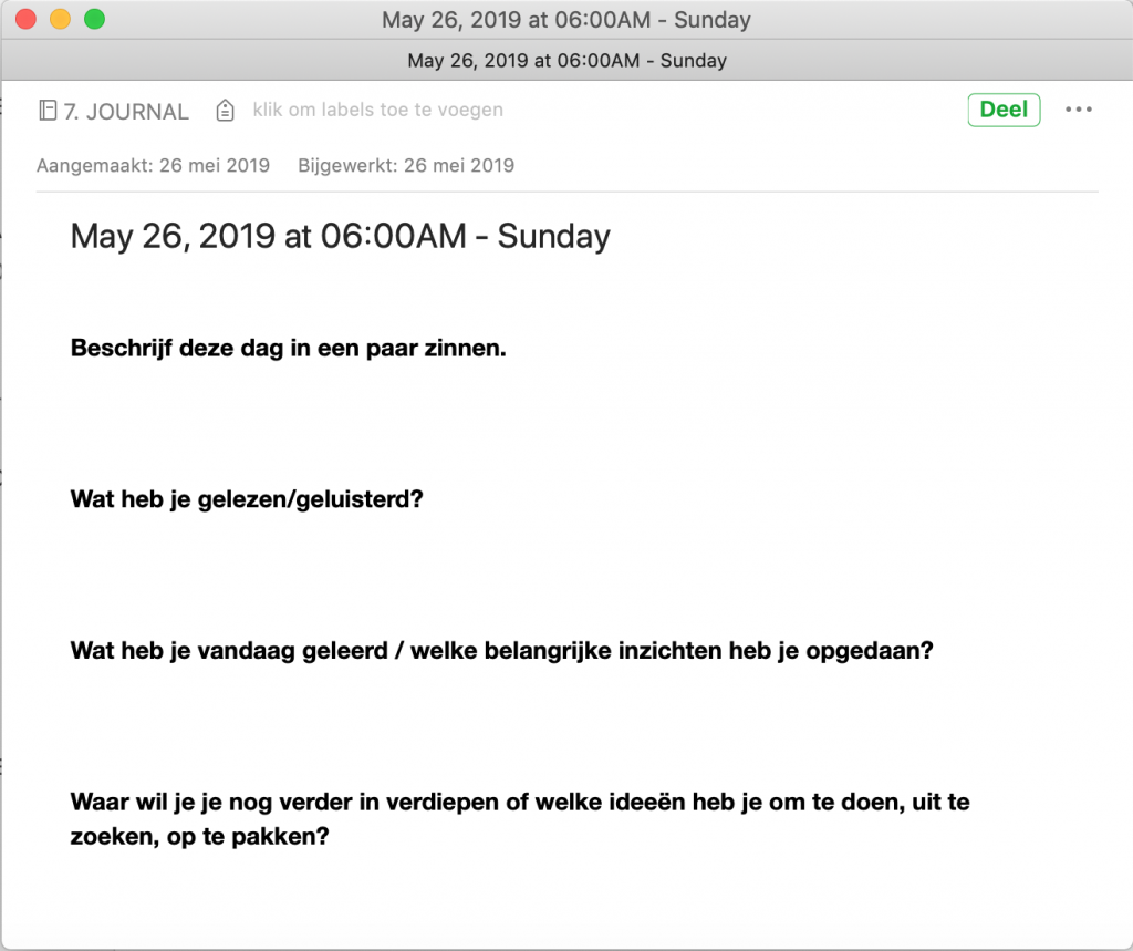 Evernote-notitie met een aantal vaste, vetgedrukte vragen erin, en met datum, tijd en weekdag in de titel