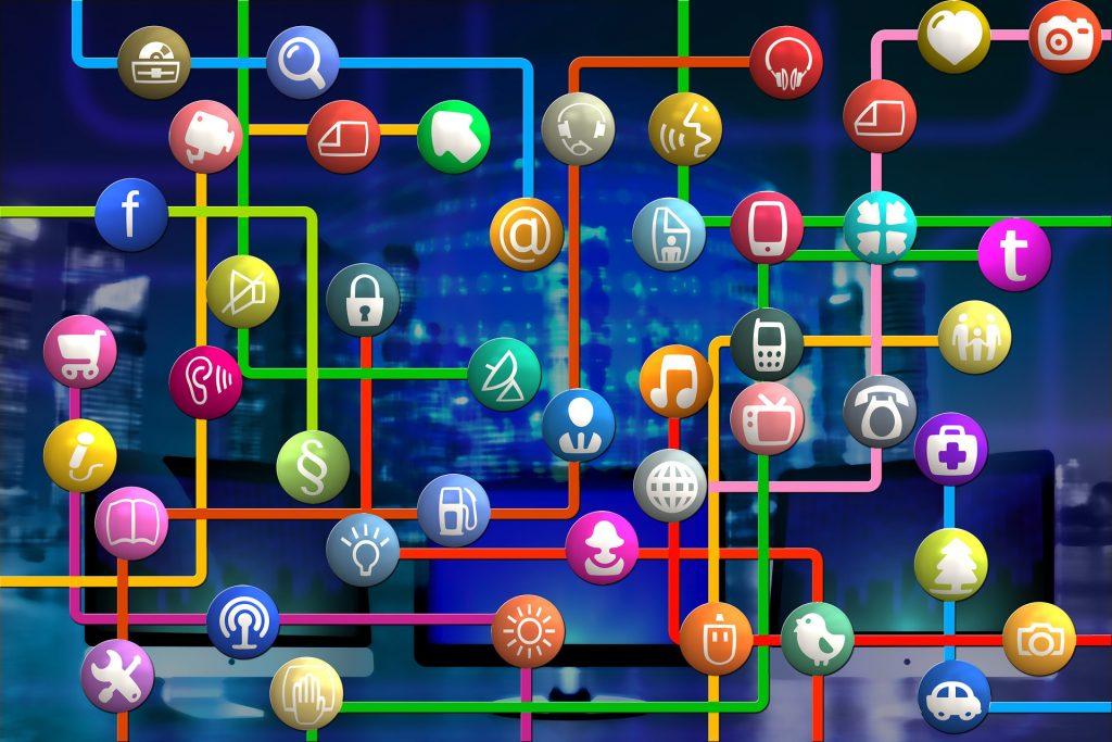 Allerlei apps, weergegeven als icoontjes in gekleurde bolletjes, die met elkaar verbonden zijn via verschillende gekleurde lijnen.