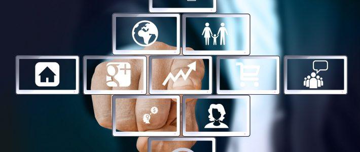 Man wijst met vinger naar verschillende iconen die symbool staan voor diverse aandachtsgebieden (werk, familie, etc)